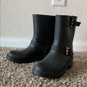 Tommy Hilfiger women's rain booties size 8